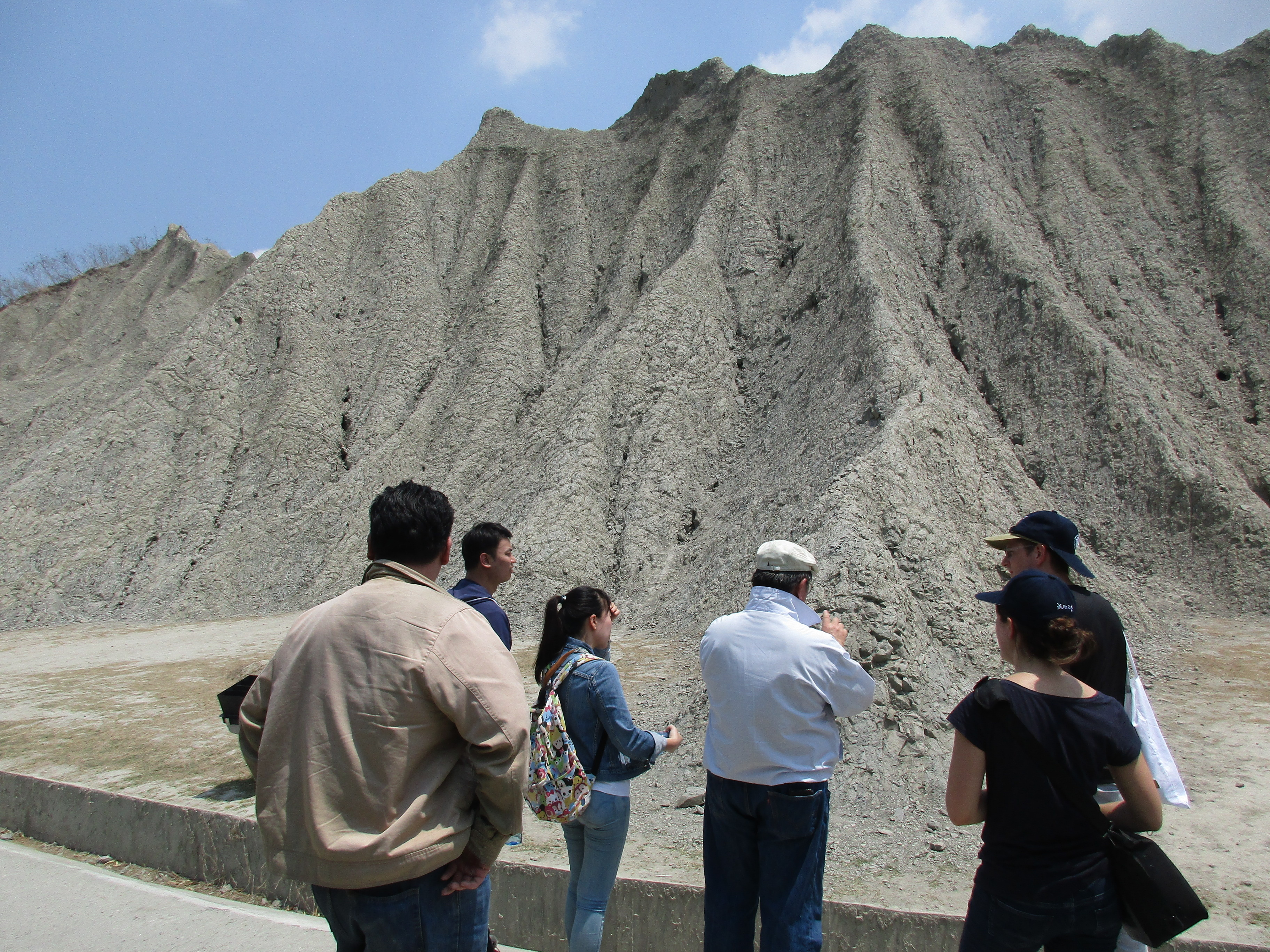 3D-TAIGER participants in the badlands next to Wushanding Mud Volcano Nature Reserve