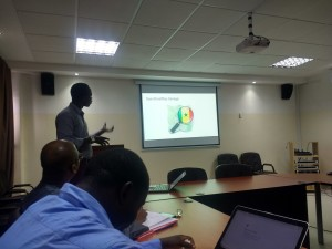 Lamine Ndiaye presenting the work of OpenStreetMap Senegal to Dr. Youssoupha Ndiaye and his team of the Direction of Planning, Research and Statistics within the Senegalese Ministry of Health.