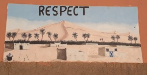 Respect the dunes - wall painting at the entrance of Hassilabied